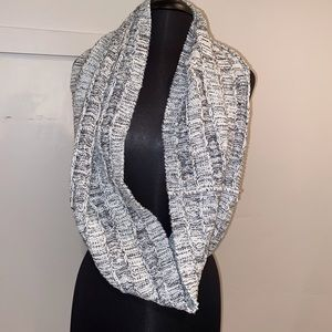 Black and white scarf